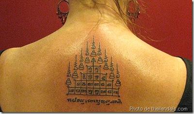 tatouage thaï traditionnel géométrique