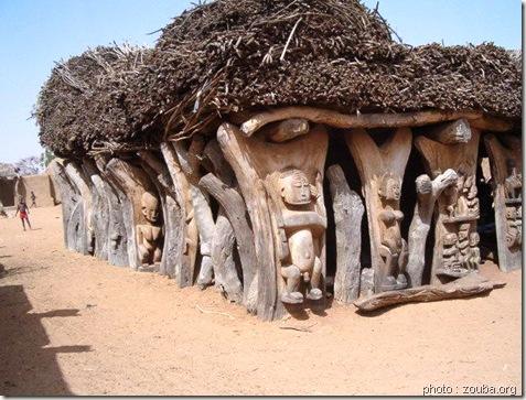 Toguma aux piliers sculptés-Art dogon