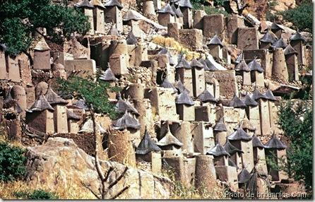 village dogon au flanc de la falaise-art dogon