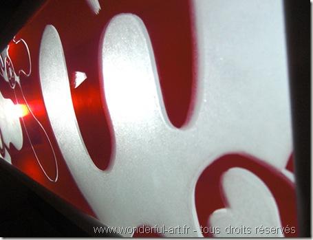 lampe-mama-eclairee-Light box-gravure sur verre-www.wonderful-art.fr-référence à nicky de saint phalle