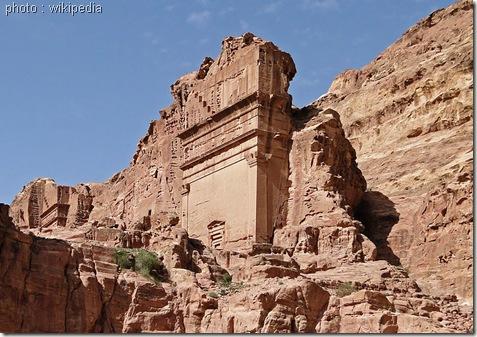 Uneishu_Tomb,_Petra-www.wonderful-art.fr