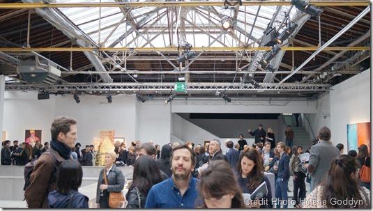 """Concours Art&Care, sous la co-présidence d'Olivier Picasso et du Dr Georges Rodesch. Le Prix Philips-Arstper, a été décerné  par les dirigeants de Philips & Artsper à Hélène Goddyn pour son Mandala Humain """"Mystique"""", le 2 avril 2015 au Palais de Tokyo, Paris."""